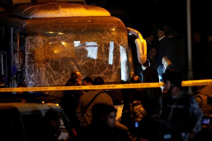Xe buýt trúng bom khủng bố, 3 du khách Việt thiệt mạng ở Ai Cập - Ảnh 3.