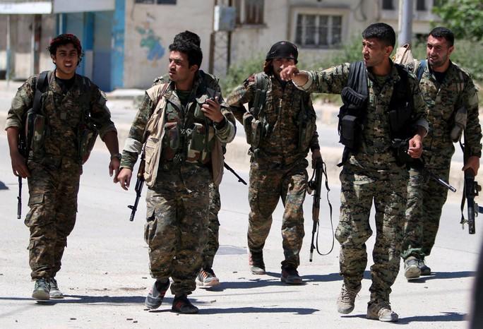 Mỹ rút quân khỏi Syria nhưng sẽ để lại vũ khí cho người Kurd? - Ảnh 2.
