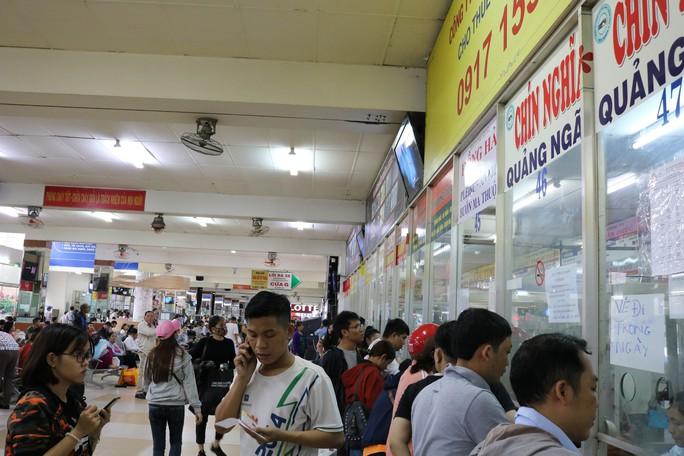 Đông nghẹt người đi nghỉ Tết Dương lịch, nhiều tuyến đường TP HCM kẹt cứng - Ảnh 5.