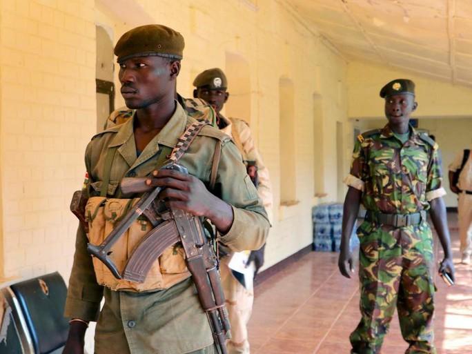 Đi nhận viện trợ, 125 phụ nữ và trẻ em gái bị cưỡng hiếp ở Nam Sudan - Ảnh 1.