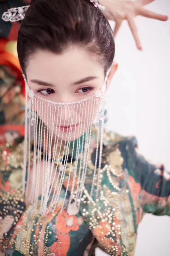 Nhan sắc mỹ nhân Trung Quốc gây sốt cộng đồng mạng - Ảnh 6.