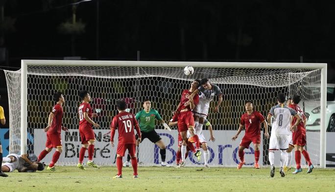 Thủ môn Đặng Văn Lâm lập kỷ lục sạch lưới ở AFF Cup - Ảnh 1.