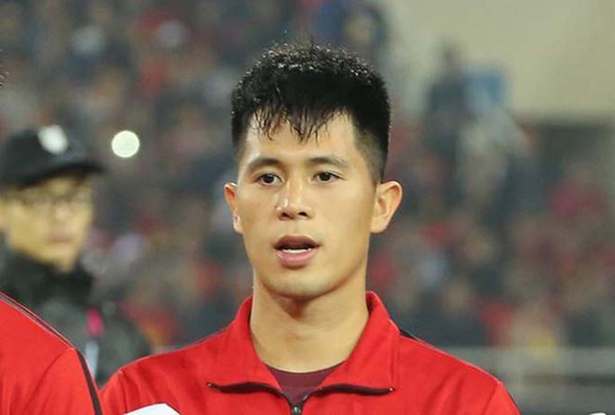 Tuyển thủ Đình Trọng và ca sĩ Noo Phước Thịnh cùng trổ tài tâng bóng trong Countdown 2019 - Ảnh 1.