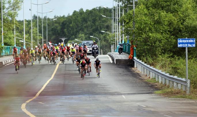 Sôi động cuộc đua xe đạp phong trào Về Cần Giờ - Ảnh 2.