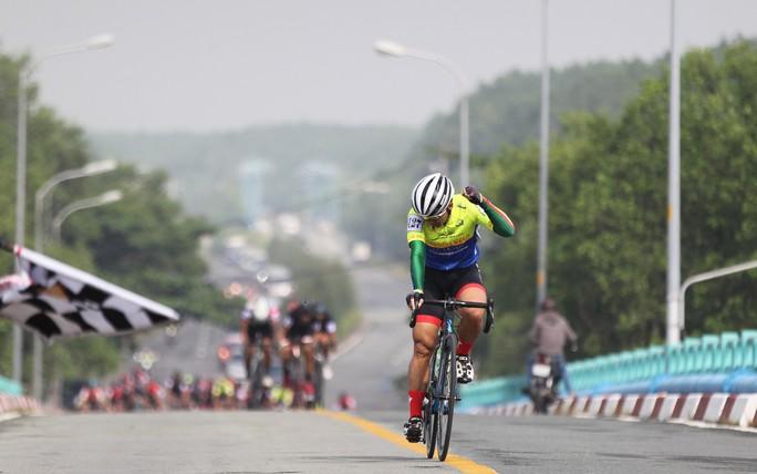 Sôi động cuộc đua xe đạp phong trào Về Cần Giờ - Ảnh 1.