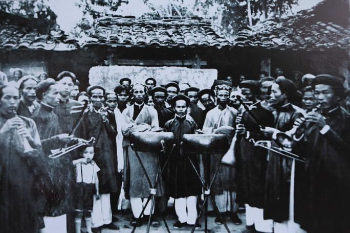 Ngắm Sài Gòn 320 năm qua ảnh tại phố đi bộ Nguyễn Huệ - Ảnh 10.