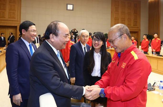 Thủ tướng Nguyễn Xuân Phúc: Tạo nền tảng cho phát triển nhanh và bền vững - Ảnh 2.