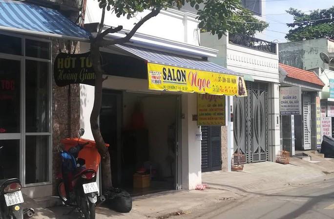 Nữ chủ tiệm hớt tóc bị bạn trai đánh, cướp tài sản - Ảnh 1.