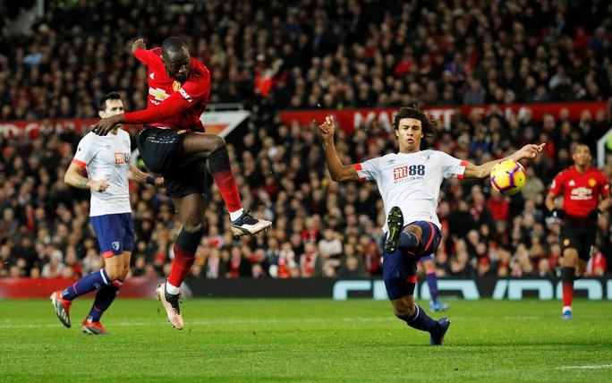 Paul Pogba nhảy múa ở Old Trafford, M.U bay cao với HLV Solskjaer - Ảnh 6.