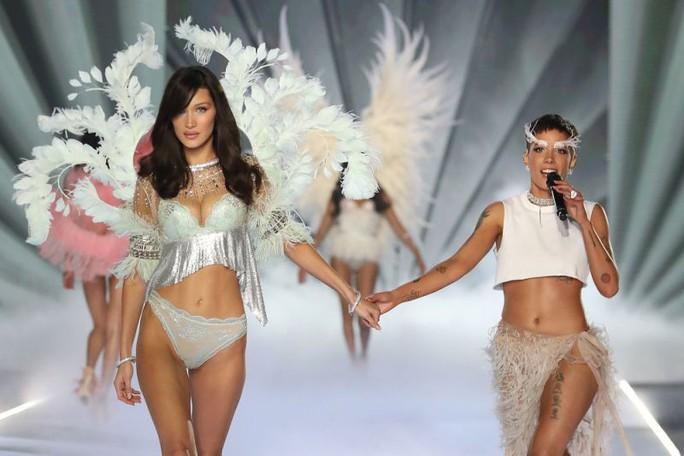 Sao nữ đại chiến quanh thương hiệu thiên thần nội y - Ảnh 2.