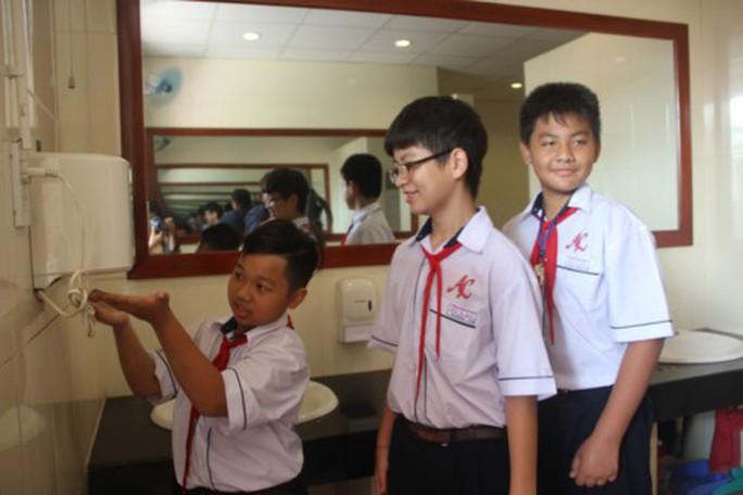 TP HCM: Không được bán nước ngọt có ga trong  trường học - Ảnh 1.