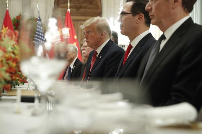 Ông Trump bất ngờ đổi giọng về chi tiêu quốc phòng - Ảnh 1.