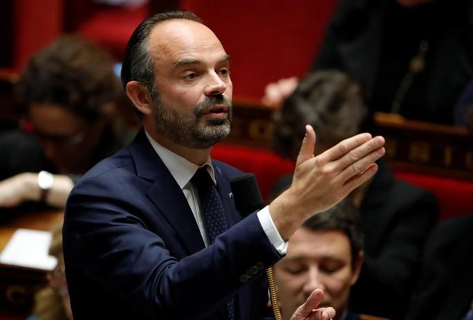 Chính phủ Pháp sớm nhượng bộ người biểu tình - Ảnh 1.