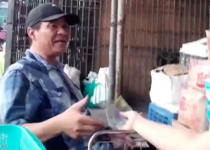 Bảo kê tại chợ Long Biên: Chính quyền có thờ ơ? - Ảnh 1.
