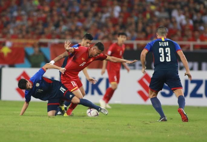 Clip: Thắng Philippines 4-2, Việt Nam vào chung kết AFF Cup 2018 - Ảnh 10.