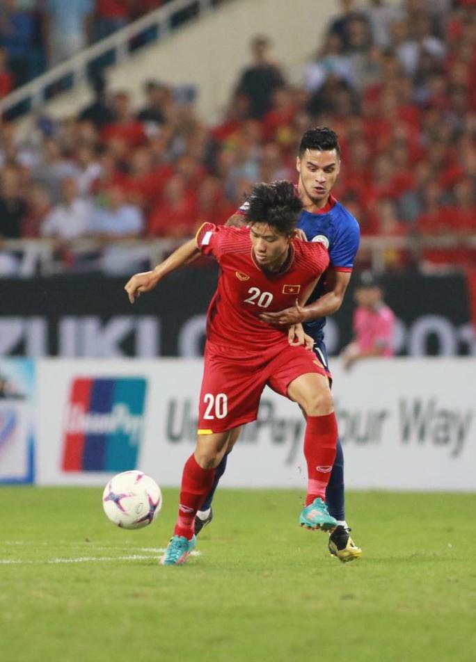 Clip: Thắng Philippines 4-2, Việt Nam vào chung kết AFF Cup 2018 - Ảnh 9.