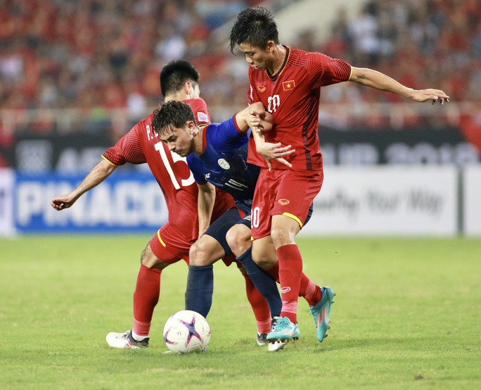 Bùng nổ phút cuối, Việt Nam vào chung kết - Ảnh 1.