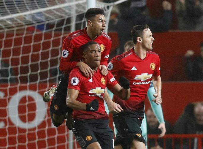 Công làm thủ phá, Man United giương cờ trắng ở Premier League - Ảnh 4.