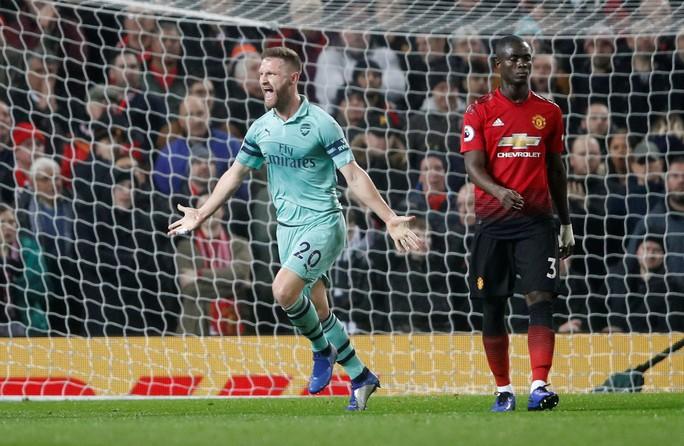 Công làm thủ phá, Man United giương cờ trắng ở Premier League - Ảnh 3.
