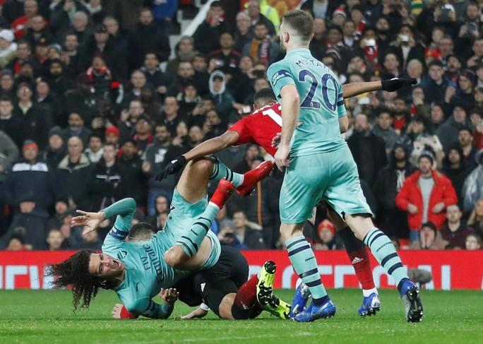 Công làm thủ phá, Man United giương cờ trắng ở Premier League - Ảnh 2.