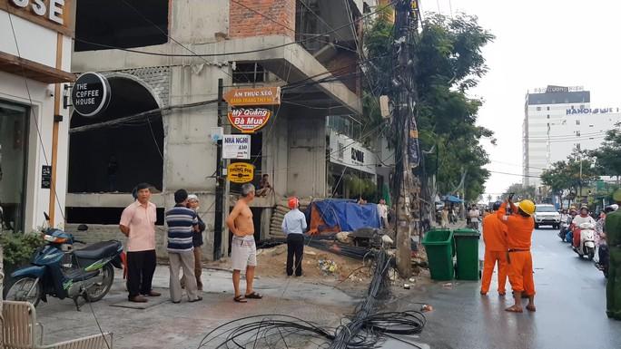 Nghi vấn thi công công trình gây cháy nổ hệ thống điện,  mất điện cả khu vực - Ảnh 3.