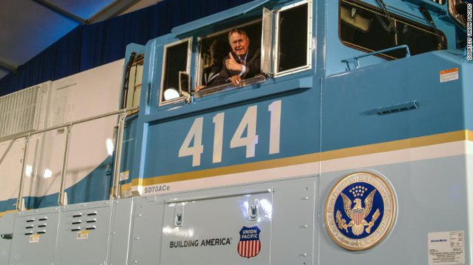 """Chuyến tàu đặc biệt đưa ông Bush """"cha"""" về nơi an nghỉ - Ảnh 5."""