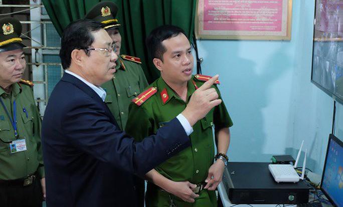 Chủ tịch Đà Nẵng phê bình chủ tịch phường, quận về việc xã hội đen trấn áp dân mà không hay biết - Ảnh 2.