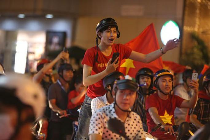 Lời hứa của nhạc sĩ Nguyễn Văn Chung về Hành trình Hát vì đội tuyển - Ảnh 2.