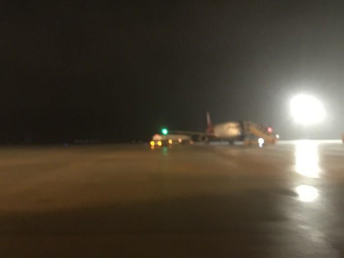 Máy bay TP HCM đi Huế hạ cánh xuống Đà Nẵng - Ảnh 1.