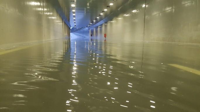 Hầm chui 118 tỉ đồng ở Đà Nẵng bị ngập nặng - Ảnh 1.