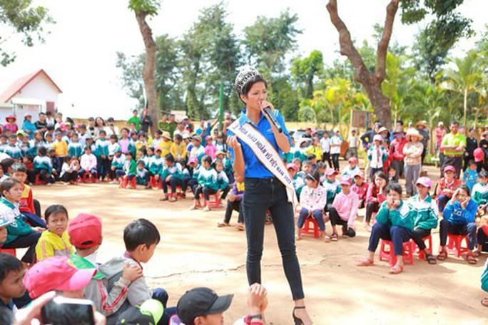 Hoa hậu H'Hen Niê truyền cảm hứng cho giới trẻ! - Ảnh 1.