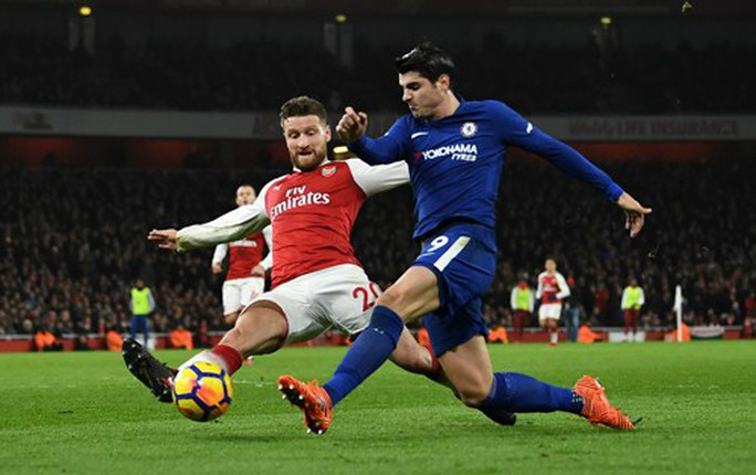 Vắng Wenger, Arsenal khó chống Chelsea - Ảnh 1.