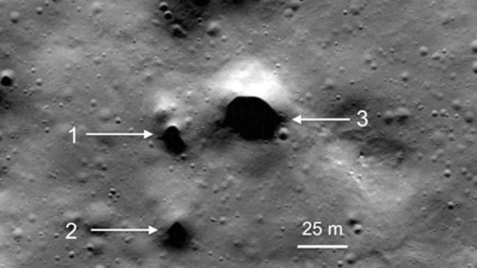 Phát hiện 200 hố nghi dẫn nước trên Mặt Trăng - Ảnh 1.