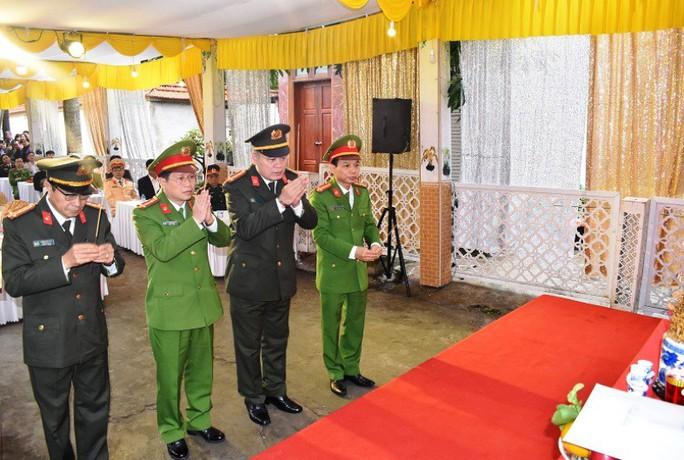"""Trao bằng của Thủ tướng cho Trung tá CSGT hi sinh khi truy bắt """"cát tặc"""" - Ảnh 2."""