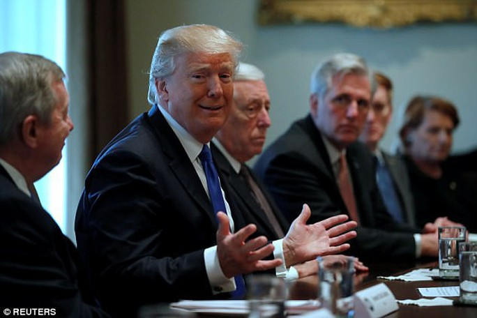 Thêm một quyết định của ông Trump bị tòa án chặn - Ảnh 1.