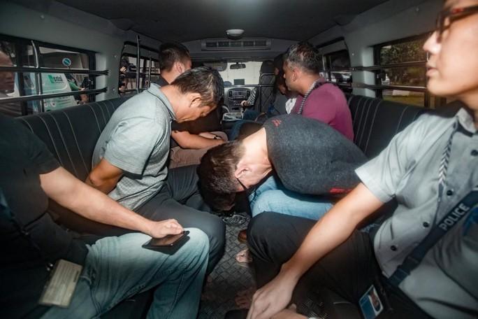 Thêm người Việt bị cáo buộc ăn trộm dầu ở Singapore - Ảnh 1.
