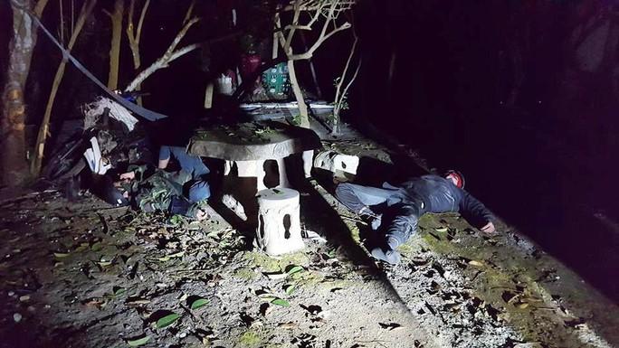 Trộm xong  4 con chó, 2 tên trộm gặp tai nạn bất tỉnh - Ảnh 2.