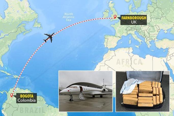 Máy bay chở 0,61 triệu USD tiền mặt bị cướp - Ảnh 1.