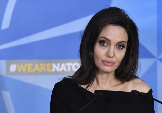 Angelina Jolie kêu gọi ngừng bạo lực tình dục vùng chiến - Ảnh 2.