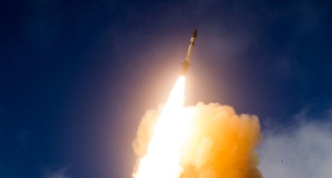 Mỹ thử nghiệm đánh chặn tên lửa thất bại - Ảnh 1.