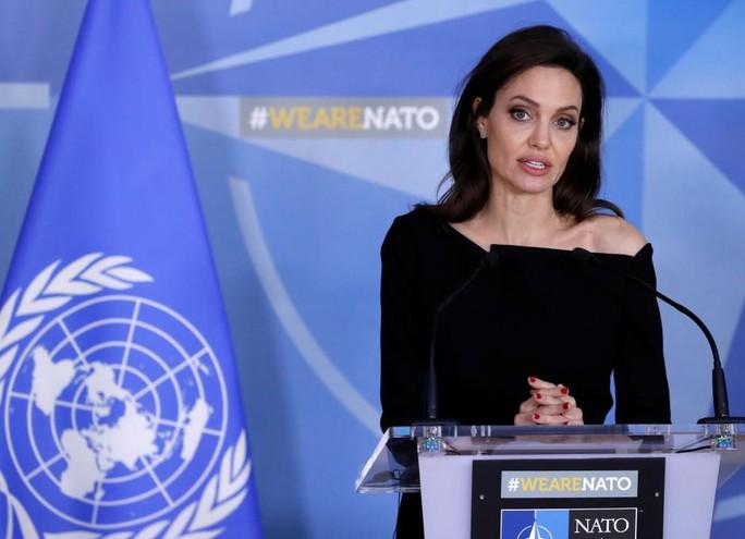Angelina Jolie kêu gọi ngừng bạo lực tình dục vùng chiến - Ảnh 1.