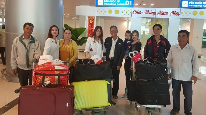 Gia đình xúc động đón cô dâu Việt từ Đài Loan về quê ăn Tết - Ảnh 15.