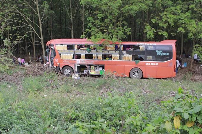 Tai nạn liên hoàn, 1 người chết, nhiều người nhập viện - Ảnh 3.