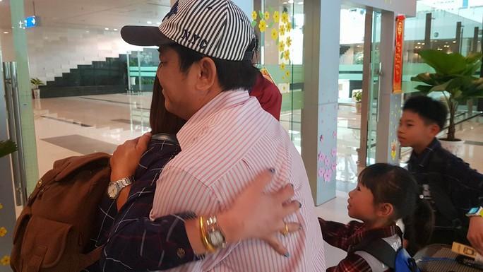 Gia đình xúc động đón cô dâu Việt từ Đài Loan về quê ăn Tết - Ảnh 12.