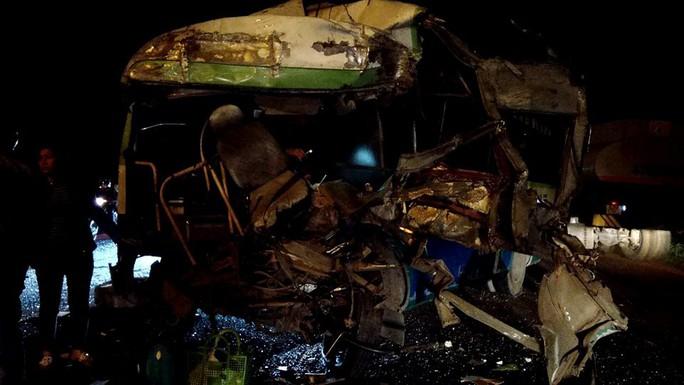 Tai nạn liên hoàn, 1 người chết, nhiều người nhập viện - Ảnh 2.