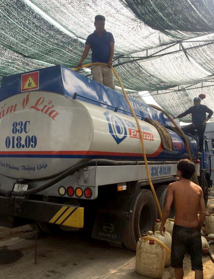 Triệt phá đường dây trộm xăng dầu quy mô lớn ở TP HCM - Ảnh 1.