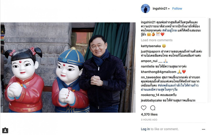 Rộ ảnh bà Yingluck cùng người anh mua sắm tại Trung Quốc - Ảnh 1.