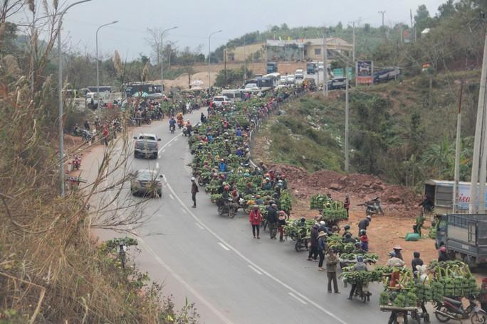 Độc đáo đi chợ vùng cao Quảng Trị ngày giáp Tết - Ảnh 6.