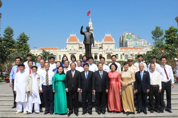 Lãnh đạo TP HCM dâng hương Chủ tịch Hồ Chí Minh - Ảnh 3.