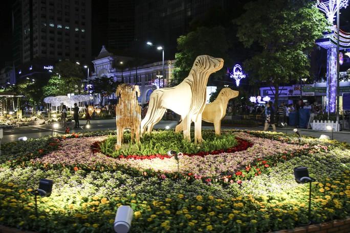 Khai mạc đường hoa Nguyễn Huệ - Ảnh 5.